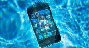 20-летний британец создал лекарство для пострадавших от воды смартфонов