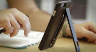 Acme Made Charge Case — чехол-подставка для iPhone 6 и iPhone 6 Plus со встроенным Lightning-кабелем