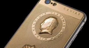 «Президентский смартфон»: итальянские ювелиры выпустили золотой iPhone 6 с портретом Путина за 169 000 рублей [видео]