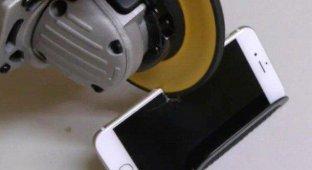 iPhone 6 против «болгарки» (видео)